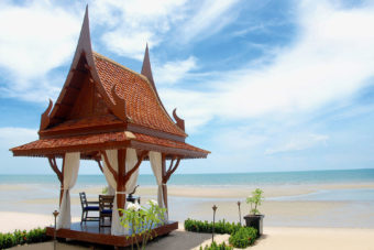 Oceanfront dining at Hua Hin Anantara.