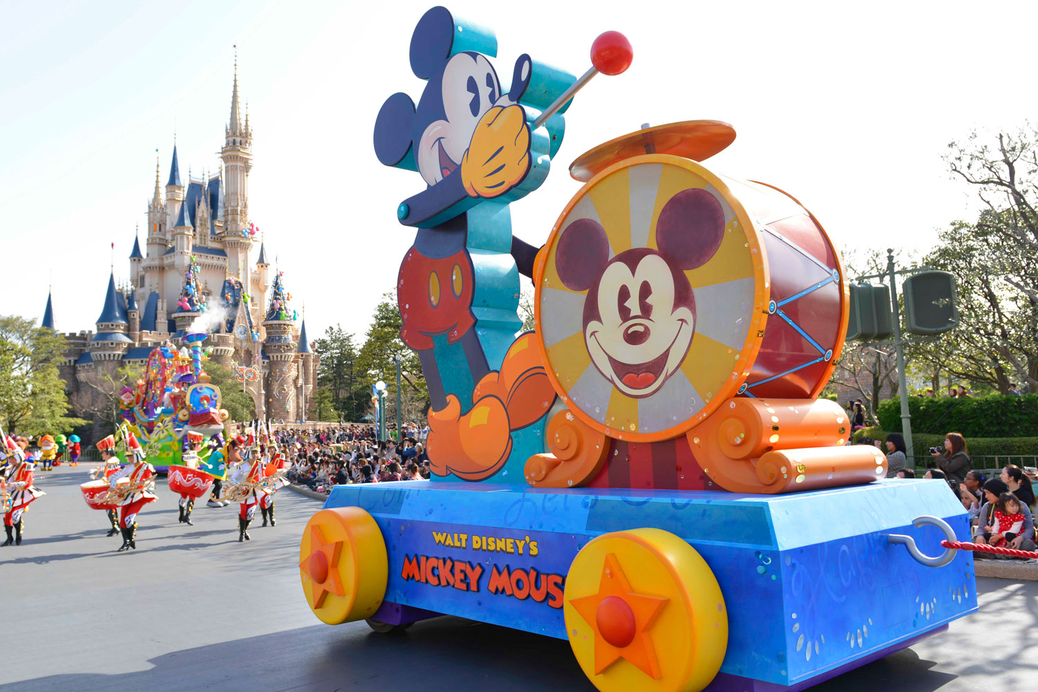 Take time out from the rides to watch the flawlessly choreographed parade.