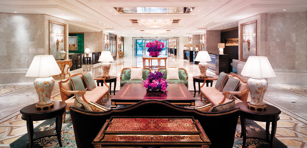 The glamorous lobby of the Shangri-La Bosphorous