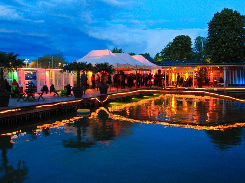 Barfussbar - one of the best badi bars in Zurich.