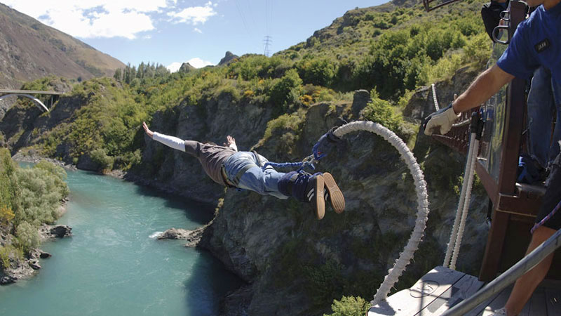 Bungy jumping above the Waiau River