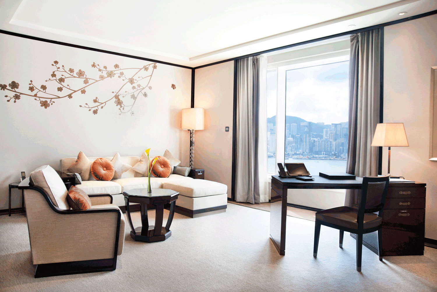 The Peninsula Hong Kong was voted best luxury hotel in International Traveller's Readers' Choice Awards 2015.