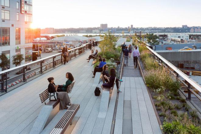 The High Line walkway, New York City.