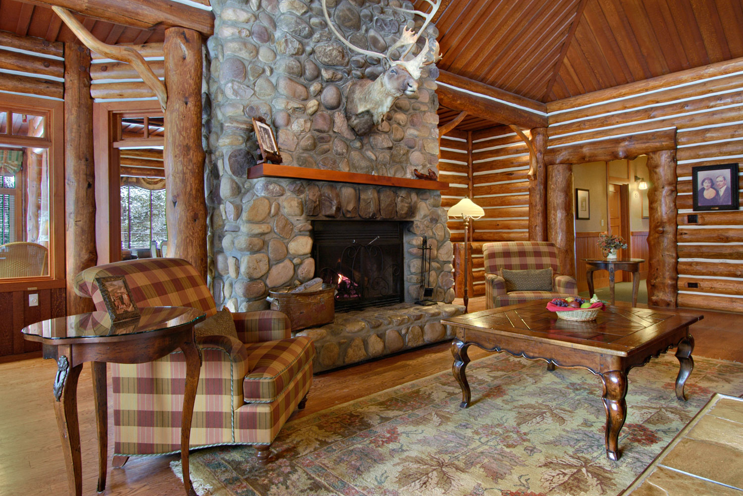 The seven most gorgeous winter lodges in canada for Crosby cabin jasper park lodge