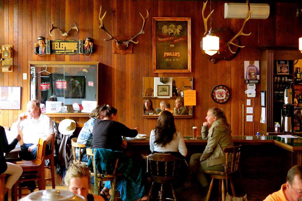 Van Isle British Columbia Canada Foodie Food eat and drink holidays vancouver island waverly pub