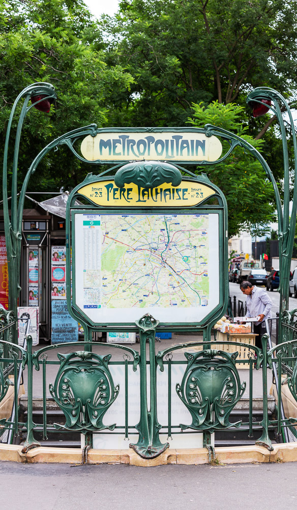 The Paris metro contains many nifty little things
