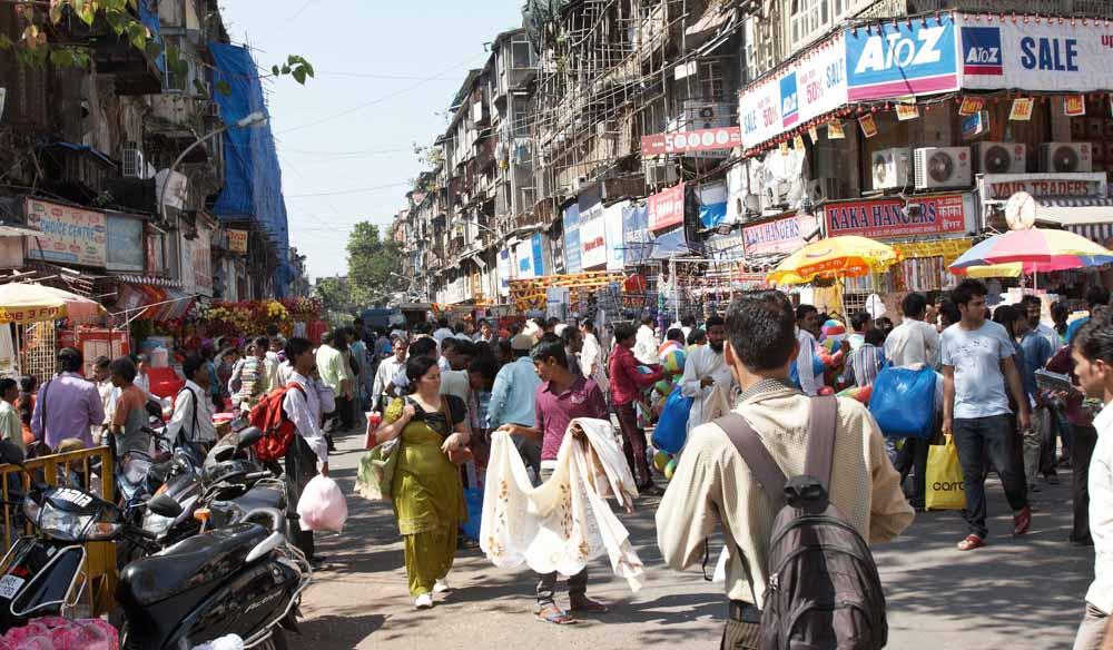 Hasil gambar untuk The quintessential Mumbai street market