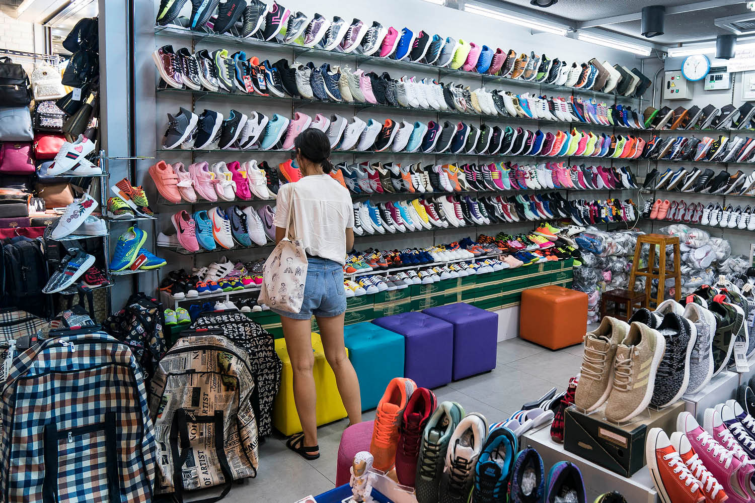 Mbk Shopping For Designer Fakes In Bangkok Mega Emporium