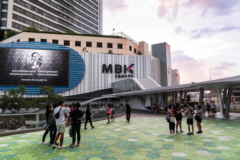 MBK: shopping for designer fakes in Bangkok mega emporium
