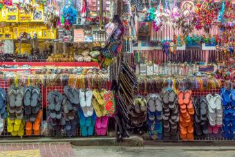 markets bangkok shopping food clothes discover sights bars art attractions