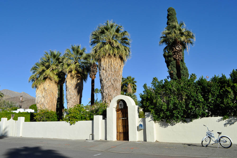 Inside the palm springs homes of hollywood royalty for Celebrity tours palm springs california