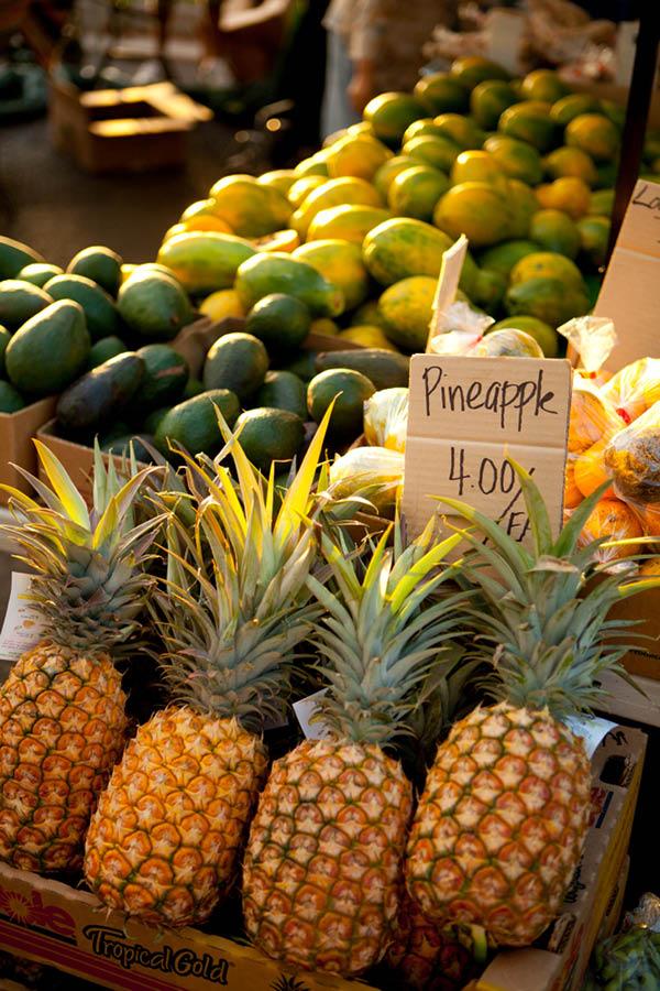 Hawai'i Pineapples in market